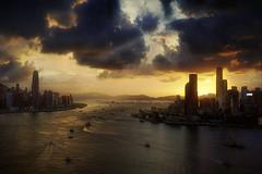 Warm sunset of Victoria Harbor (Massetti Fabrizio) Tags: sunset sunlight sun sunrise hongkong victoria harbor cityscape cina china city clouds red nikond4s 2470f28 sea seascape