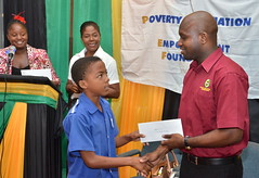 20 STUDENTS RECEIVE BURSARIES FROM PAEF
