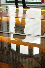 Reflexos... (Joyce M. Lopes) Tags: laranja corlaranja reflexo reflexos sombras recife frevo pernambuco luz fotografia dia