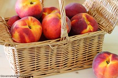 Pesche nel cestino 1 (Giovanna-la cuoca eclettica) Tags: frutta pesche energy colors healthy healthyfood indoor