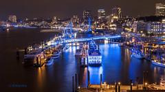 Hamburger Hafen (petra.foto busy busy busy) Tags: fotopetra canon 5dmarkiii hamburg hafen blau blaueslicht schiffe nachtaufnahme langzeitbelichtung blueport landungsbrücken