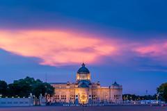 Ananta Samakom Throne Hall (aey.somsawat) Tags: anantasamakomthronehall bangkok cloud dusitpalace palace ratchadamnernavenue rattanakosin thailand theroyalplaza twilight westernthaiarchitecture