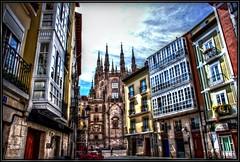 Paseando por Burgos. (Jose Roldan Garcia) Tags: burgos catedral calles fachadas luz historia cielo colores arquitectura ciudad paseando