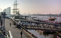 Moin Moin Landungsbrücken (petra.foto busy busy busy) Tags: hafen hamburg morgends landungsbrücken brücke schiffe morgenstimmung fotopetra canon 5dmarkiii