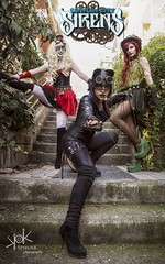 Steampunk Gotham Sirens: Cover of Issue #1: Gotham City Sirens (SpirosK photography) Tags: steampunk steampunkgothamsirens gothamsirens poisonivy maruchan studio photoshoot victorian portrait strobist nikon d750 athens greece spiroskphotography cosplay costumeplay harleyquinn aileen aileenautumn hammer yourfacehere ailiroy catwoman gotham city urban steps stairs
