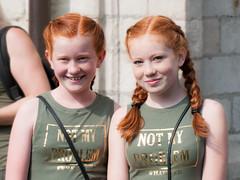 Redhead Days 2017 -17- (Jan 1147) Tags: redheaddays2017 redhead redhair roodharigen roodharigendag rood red twins tweeling portrait portret event evenement smile glimlach buitenopname outdoor breda nederland thenetherlands notmyproblem people mensen