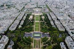 Vue depuis la Tour Eiffel (paulgarciaphoto) Tags: tour tower eiffel paris france french green white vert blanc view vue street building new paulgarciaphoto landscape