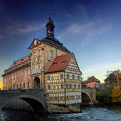 Bamberg, Deutschland (pom'.) Tags: panasonicdmctz30 october 2013 bamberg bavaria upperfranconia germany europeanunion river bridge architecture bayern oberfranken deutschland altesrathaus 18thcentury 100 150 200 300 400 500 600 5000 700 800 900