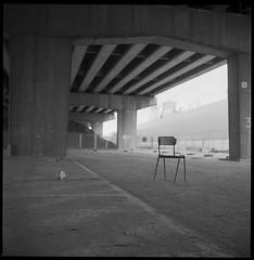 IkoflexIIa-449-FP4+-Ultrafin_TPlus-9.15min-1 (photo:::makina) Tags: exportrollei lost chair under bridge ikoflex iia tessar 75 35