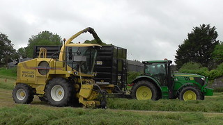 New Holland FX48 SPFH filling a Smyth FieldMaster Trailer drawn by a John Deere 6150R Tractor