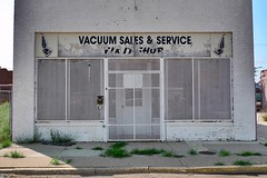 Route 66 / Tucumcari, New Mexico. 2017 (STREET MASTER) Tags: abandoned vacuumshop closed retail store shop storefronts storefront chrisrichey newmexico photoshotbychristopherrichey route66 streetmaster streetphotography tucumcari wwwchrisricheycom