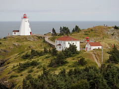 The Swallow Tail Lighthouse on Grand Manan Island (Bay of Fundy), New Brunswick (Ullysses) Tags: swallowtaillighthouse grandmananisland bayoffundy newbrunswick ocean sea summer été phare lighthouse northhead canada