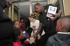 "thomas-davis-defending-dreams-foundation-thanksgiving-at-lolas-0219 • <a style=""font-size:0.8em;"" href=""http://www.flickr.com/photos/158886553@N02/36787610470/"" target=""_blank"">View on Flickr</a>"