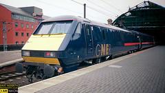 GNER 91 at Newcastle (dave hudspeth photography) Tags: railway train nostalga diesel track transport britishrail iconic davehudspethgrey red blue gner crewe york newcastle
