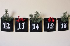 25 Day Chalkboard Art Inspired Embroidered Pocket Advent/Countdown (LookHappyShop) Tags: advent countdown calendar numbered hanging felt etsy lookhappy holiday christmas gift pocket holder embroidered black white decoration chalkboard art twine jute handmade