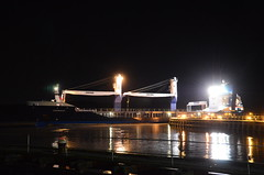 EENDRACHT (sgreen757) Tags: sharpness dock docks port entrance river severn estuary night nikon d7000 low light high tide september 2017 cargo ship boat coaster crane dutch eendracht alderley systems heavy lift project