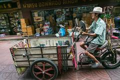 (seua_yai) Tags: motorcycle motorbike scooter asia southeastasia thailand thai bangkok yowarat chinatownpeople urban city street wheels bangkok2017
