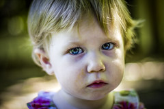 Mora (::: M @ X :::) Tags: child baby dirty angry seriousness outdoors hija daughter exterior