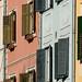 Colorido das janelas e fachadas