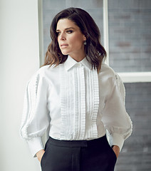 Neve Campbell (drno_manchuria (simonsaw)) Tags: nevecampbell actress actriz moda fashion shirt camisa chorreras menswear collar cuello chemise pantalon pantalones pants white blanca mangas mujer mulher chick elegante suited encamisada beauty clothes masculina