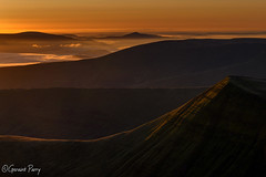 Cribyn (parry101) Tags: cribyn mountain mountains brecon beacons national park peak south wales nature outdoor outdoors welsh penyfan geraint parry geraintparry landscape landscapes sunrise morning early dawn sky clouds mist haze