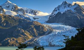 Cae la tarde sobre el glaciar Los Leones - PN. Laguna San Rafael (Patagonia - Chile)