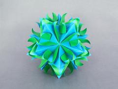 Tulipa (masha_losk) Tags: kusudama кусудама origamiwork origamiart foliage origami paper paperfolding modularorigami unitorigami модульноеоригами оригами бумага folded symmetry design handmade art