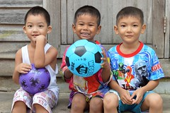 boys and balls (the foreign photographer - ฝรั่งถ่) Tags: three boys two balls khlong thanon portraits bangkhen bangkok thailand nikon d3200