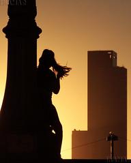 Atardecer (Marina-Inamar) Tags: atardecer personas siluetas edificios modelo argentina buenosaires facultaddederecho