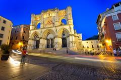 Catedral de Santa María y San Julián de Cuenca (roli_photos) Tags: nikon d600 edificio arquitectura estelas luces catedral cuenca plaza nocturna noche anochecer