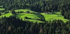 Paradisiaco (Davide'70) Tags: italia austria trentinoaltoadige dolomiti versciaco valpusteria montagne tramonto luce atmosfera ombre rilassante affascinante verde fattorie paesaggio