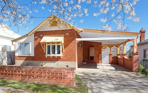 8 Kildare Av, Turvey Park NSW 2650