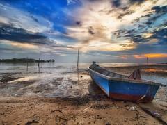 IMG_6690 ~ menanti malam (alongbc) Tags: sundown boat seascape shoreline cloudscape landscape portdickson beach coast negerisembilan malaysia travel place trip canon eos700d canoneos700d canonlens 10mm18mm wideangle