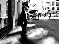 ©irenefabregues2017 #lacalleesnuestracolectivo @lacalleesnuestracolectivo #huaweip9 #movilgrafiadeldia190817 #womeninstreet #asi_es_bnw #youmobile #lensculturestreets #streetscene  #friendsinperson #streetphotography #shootermag_spain #fotonline (Irene Fabregues) Tags: instagram ifttt