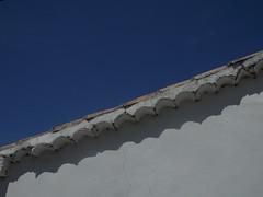 Alcohujate. Cuenca. (elena m.d.) Tags: alcohujare cielo sky azul blanco tejado pueblo cuenca