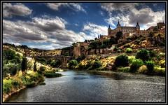 El Tajo, bordeando la Ciudad Imperial. (Jose Roldan Garcia) Tags: paisaje perspectiva cielo colores fortaleza río toledo imperial luz historia tajo alcázar