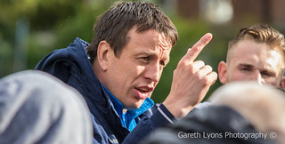 Stuart Littler speaks to his troops-6632