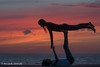 Sunset practice (Riccardo Ghinelli) Tags: malmo oresund svezia ginnastica gym practice training coppia couple tramonto seashore
