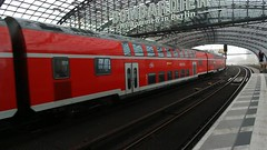 Berlin Hauptbahnhof, DB Taurus (Nik Morris (van Leiden)) Tags: berlin berlijn germany deutschland tarus trein train bahn doubledeck siemens loco locomotive bobo