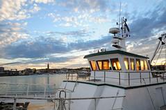 Tramonto in plancia (luporosso) Tags: mare sea porto civitanovamarche barca boat nave tramonto sunset marche adriatico