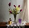 Llegando la primavera (leograttoni) Tags: naturalezamuerta stilllife bodegón flores jarro vaso cucharas carpeta crochet interior laplata buenosaires