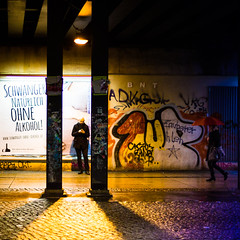 Citylife in Berlin (Zeeyolq Photography) Tags: allemagne germany night people berlin street