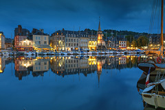 Honfleur Blues (hapulcu) Tags: bluehour france francia frankreich frankrijk fransa honfleur normandie normandy dusk harbor ocean primavera printemps spring storm