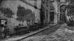 Les murs ont leurs secrets... (Fred&rique) Tags: hdr lumixfz1000 raw photoshop aude bages murs bancs village nb fenêtres volets arches pierres pavés ombre lumière 3 trois