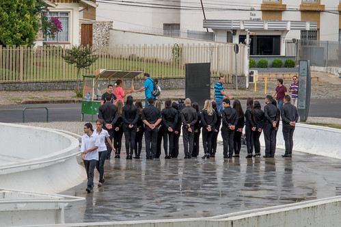 Grupo de jóvenes posa para la foto