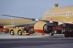 al13090s (George Hamlin) Tags: maryland baltimore washington international airport bwi southwest airlines boeing 737500 aircraft airliner airplane jet ramp pushback tug driver n512sw photo decor george hamlin photography