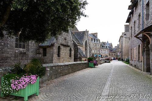 "Rue médiévale de Roscoff • <a style=""font-size:0.8em;"" href=""http://www.flickr.com/photos/151667760@N04/36606440630/"" target=""_blank"">View on Flickr</a>"