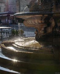 luce sulla fontana (Clay Bass) Tags: 50mm bassano backlight d750 fountain natural nikon rays reflections water