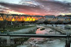 Amanece en Madrid Rio (Mariano Alvaro) Tags: pasarela perrault madrid rio manzanares nubes cielo hdr sol agua ventanas