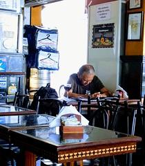 mais um copo de vinho (lucia yunes) Tags: bares bar homem solidão solitário botequim motoz luciayunes ahnk you much